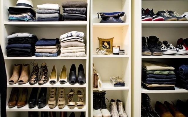 Doi hoți de haine și încălțăminte, prinși după o percheziție domiciliară a polițiștilor dejeni, sursă foto: closetfulofclothes.com