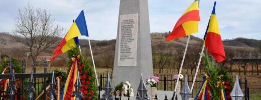 """Monument în cinstea eroilor din cele două războaie mondiale, dezvelit la Fodora, sursă foto: Facebook Divizia 4 Infanterie """"Gemina"""""""