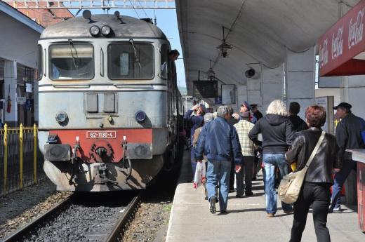"""Noul Mers al Trenurilor aduce trenuri și mai lente spre București! Chinul în """"Trenul Foamei"""", prelungit"""