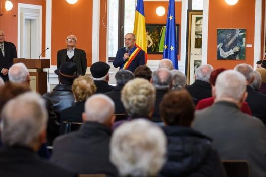 """Emil Boc a premiat seniorii """"de aur"""" ai cetății!, sursă foto: Facebook Emil Boc"""