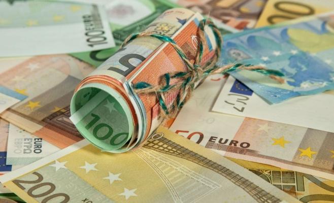 ANALIZĂ Băncile vând euro cu 4,85 lei