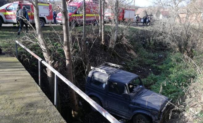 """Accident """"off-road"""" la Cristorel, un șofer a ajuns cu mașina de teren în râpă, sursă foto: ISU Cluj"""