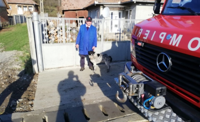 Viața unui biet cățel, salvată de pompierii inimoși! Animalul căzuse într-o fântână, sursă foto/video: ISU Cluj