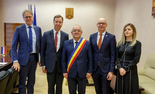 Noul Ambasador al Regatului Țărilor de Jos, dispus să pună umărul la park&ride-urile din Cluj, sursă foto: Facebook Emil Boc