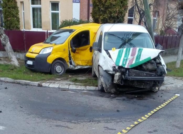 Trei victime au ajuns la spital după ce două mașini s-au ciocnit și au lovit un pieton la Dej, sursă foto: ISU Cluj