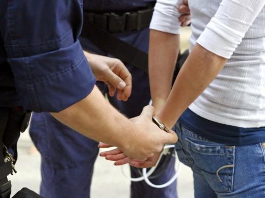 Tânără din Iași, reținută de polițiștii clujeni după doi ani în care a prădat locuințe