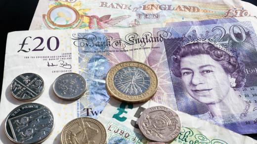 ANALIZĂ Euro scade spre 4,77 lei, lira sterlină, cea mai mare medie din iunie 2016 încoace