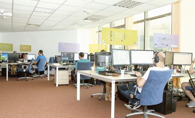 Clujul a luat coroana Bucureștiului, salariile din IT sunt net superioare! Cât câștigă IT-iștii clujeni?