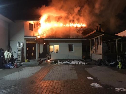 FOTO/VIDEO Focul a făcut prăpăd pe Moș Ion Roată, pompierii au luptat din răsputeri!, sursă foto/video: ISU Cluj