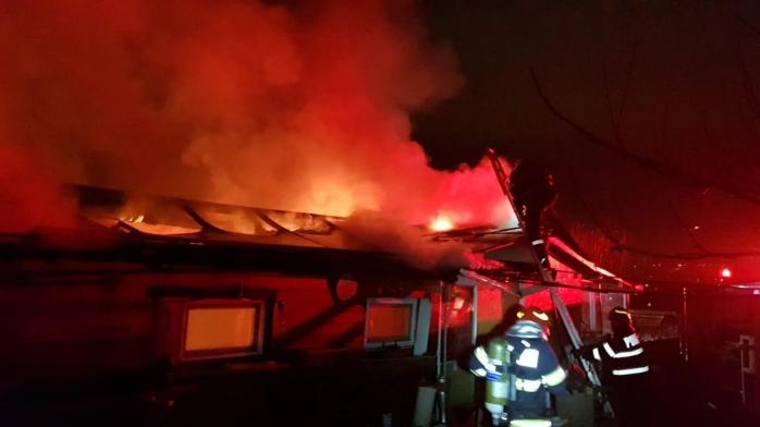 Panică în Dâmbul Rotund, o clădire a fost înghițită în întregime de flăcări, sursă foto: ISU Cluj