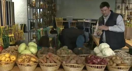Clujenii s-ar putea hrăni timp de două decenii cu mâncarea aruncată la coș de români într-un singur an, sursă foto: captură video Digi24.ro