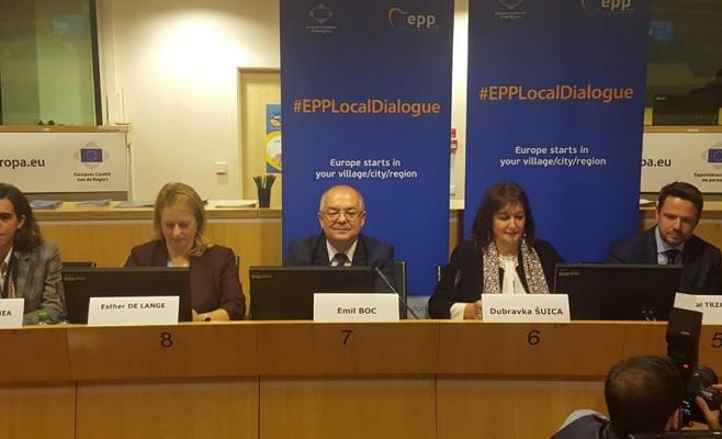 """Emil Boc, gazda unei dezbateri la Bruxelles: """"Nimeni să nu-și părăsească țara din cauza sărăciei!"""", sursă foto: Facebook Emil Boc"""