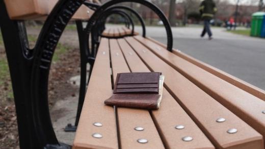 Trebuie să fim oameni! Cum și-a recuperat portofelul pierdut un militar din Câmpia Turzii?