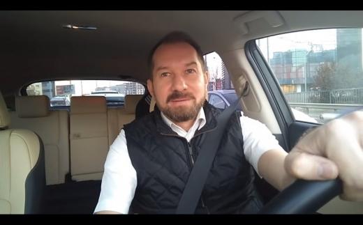"""Mihai Sturzu face mişto de clujeni: """"Îi foarte fain la Cluj! L-au pus pe Plushenko să patineze în piscină"""". VIDEO"""