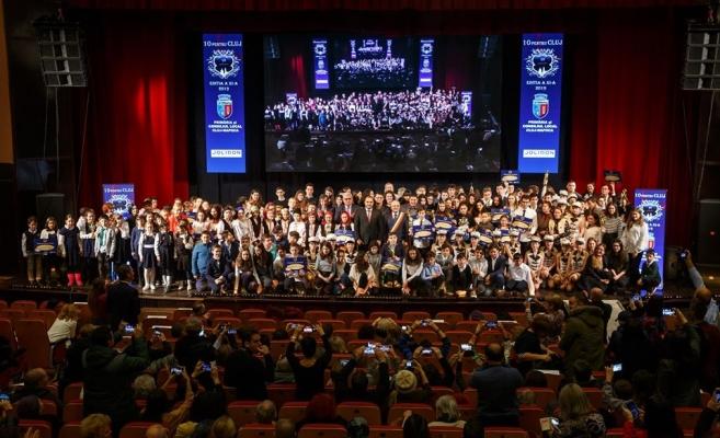 """Gala de excelență """"10 pentru Cluj"""". Elevii clujeni cu rezultate deosebite au fost premiați, sursă foto: Facebook Emil Boc"""