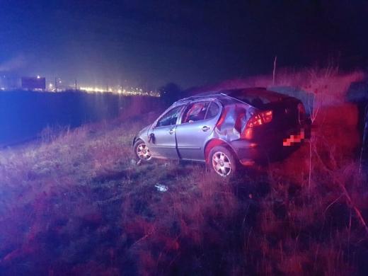 Accident între Jucu și Răscruci, o tânără de 19 ani s-a rostogolit cu mașina pe câmp, sursă foto: IPJ Cluj