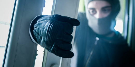 Hoața și hoțul! Femeia a furat un telefon într-un spital, bărbatul a dat spargeri în serie în Cluj