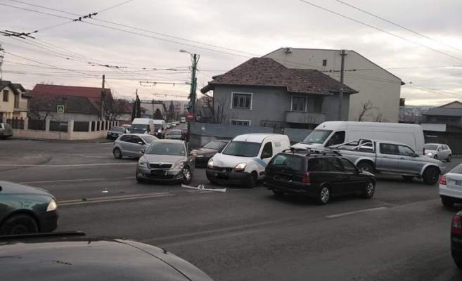 Beat turtă, s-a urcat la volan. Și-a încheiat aventura cu un accident produs pe str. Fabricii, sursă foto: Facebook Info Trafic jud. Cluj