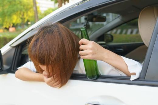 Vrăjită de aburii lui Bachus, o șoferiță fără permis a distrus trei mașini în Grigorescu, sursă foto: freepik.com