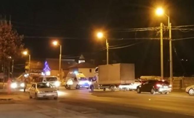 Beat criță, s-a apucat să traverseze aiurea strada și a fost luat pe capotă de o mașină, sursă foto: Facebook Info Trafic jud. Cluj