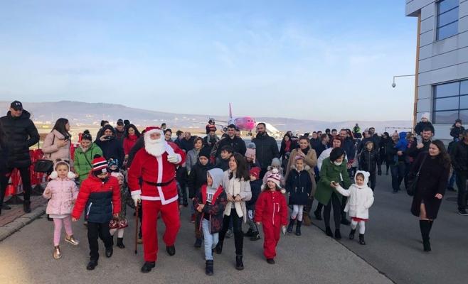 POZA ZILEI Moș Crăciun a aterizat pe Aeroportul Cluj, sursă foto: Facebook AIAIC