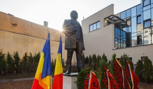 Statuia poetului Andrei Mureșanu, dezvelită la Cluj-Napoca, sursă foto: Facebook Emil Boc