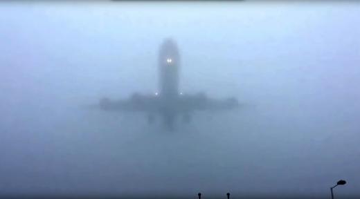COD GALBEN Ceața a pus stăpânire pe Cluj. Avioanele suferă întârzieri