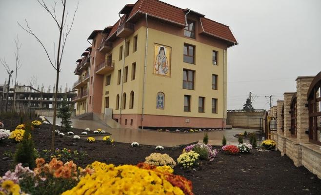 """Ce faci când spitalele îți închid ușa în nas? """"E prea mult să ceri să nu te doară?"""", sursă foto: Facebook Centrul """"Sf. Nectarie"""" Cluj-Napoca"""