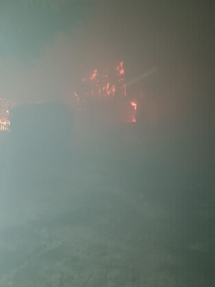 Pompierii s-au luptat trei ore cu flăcările în Băișoara