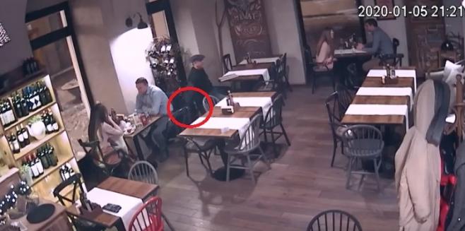 VIDEO Vezi modul ȘMECHERESC în care a acționat hoțul din Piața Muzeului!