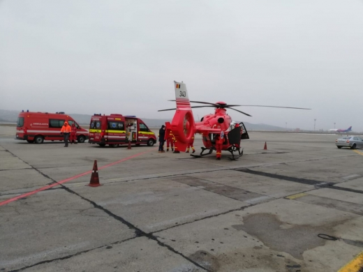 EMOȚII pentru elicopterul SMURD de la Jibou! Aterizare de URGENȚĂ pe Aeroportul Cluj, sursă foto: arhivă, Raymond Füstös, monitorulcj.ro