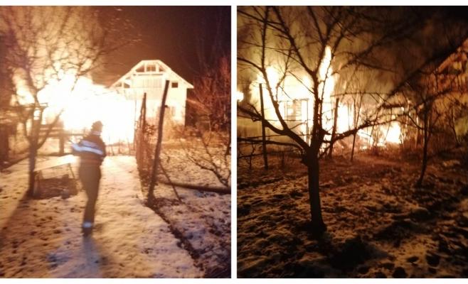 Noapte în flăcări la Coplean. Pompierii s-au luptat din răsputeri să salveze o casă, sursă foto: ISU Cluj