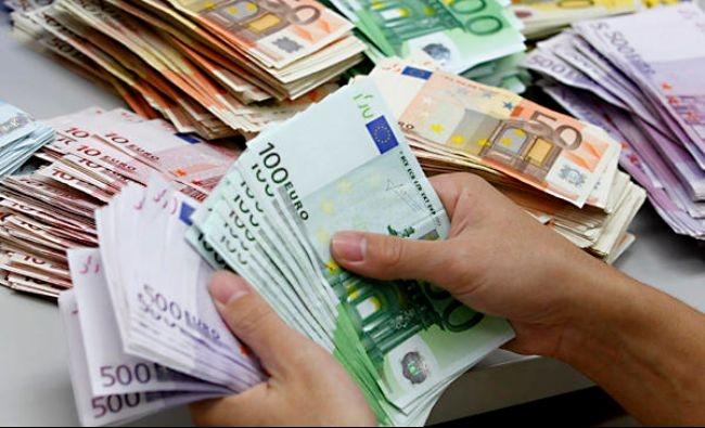 ANALIZĂ Euro a rămas sub 4,8 lei