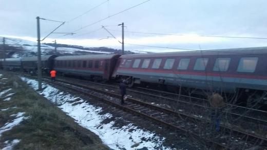 Las' că-i bine și-așa?! Românii, mai MULȚUMIȚI de trenuri decât media Uniunii Europene