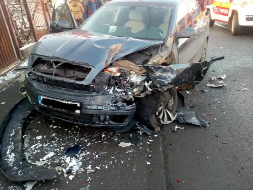 Două mașini implicate într-un accident pe Frunzișului. Patru victime au ajuns pe patul de spital, sursă foto: ISU Cluj