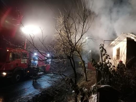 FOTO Flăcările au mistuit o casă la Valea Groșilor, sursă foto: ISU Cluj