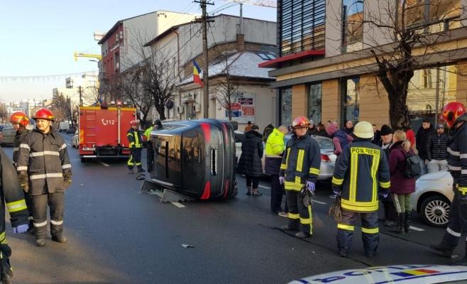 VIDEO Momentul impactului care răstoarnă un Audi pe Calea Dorobanților, surprins de o cameră, sursă foto: ISU Cluj