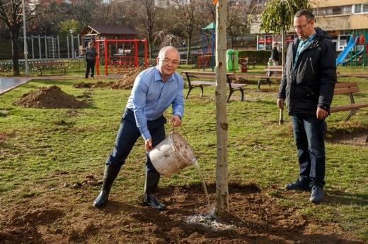 """Replica lui Boc pentru ministrul Mediului: """"Nu de ieri, nu de azi am început proiectele de mediu!"""", sursă foto: Facebook Emil Boc"""