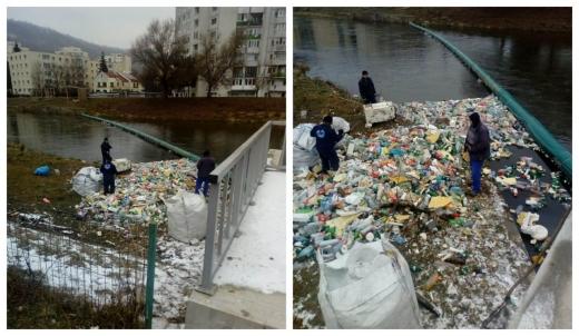 RUȘINOS! Barajul plutitor din Grigorescu abia mai face față MORMANELOR DE GUNOAIE de pe Someșul Mic, sursă foto: Facebook Gheorghe Șurubaru