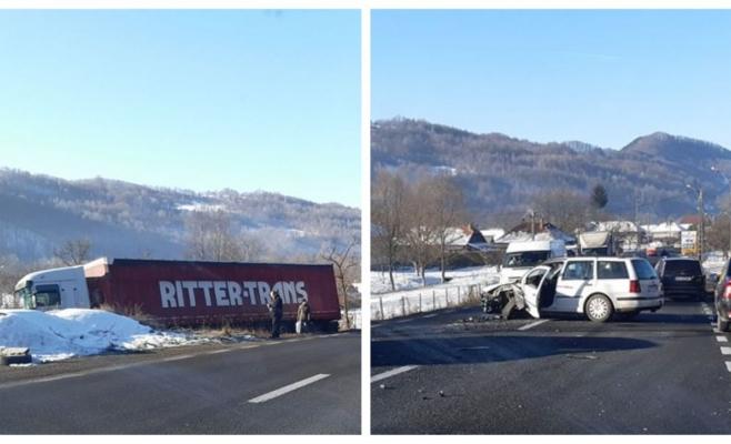 ACCIDENT Un TIR a ajuns în câmp la Bucea din cauza unui șofer neatent, sursă foto: Sandu Siladi
