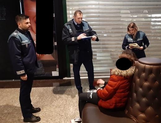 Elevi chiulangii, prinși de polițiștii clujeni la mall, sursă foto: IPJ Cluj