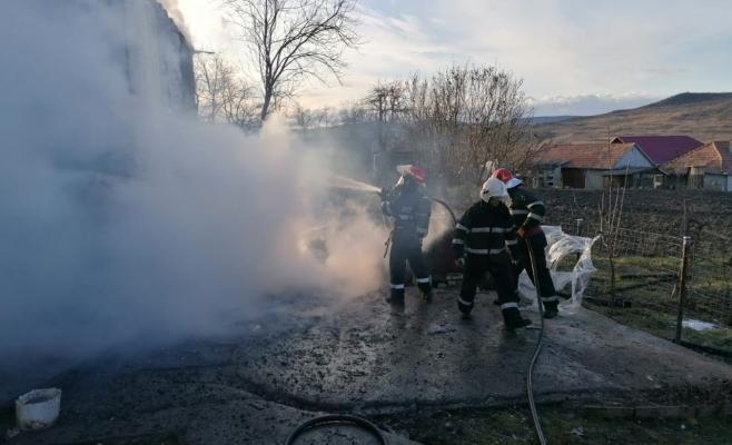 Clipe TERIBILE la Ocna Dej! Flăcările au mistuit casa unei familii în timp ce dormeau, sursă foto: ISU Cluj