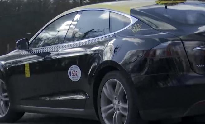 Ardelean inovativ. Practică taximetria cu o Tesla, tariful fixat a rămas același!, sursă foto: captură video MediaFax