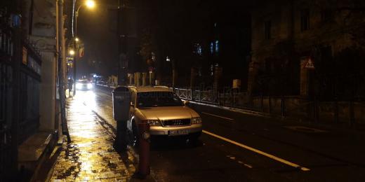 """POZA ZILEI. Un clujean a blocat o bandă de circulație pentru că """"nu avea unde parca"""""""