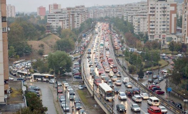 """Boc üzeni: """"Kedves egyetemista, te maradsz, az autód mehet haza!"""". A polgármester tagadja, hogy nincs elég parkolóhely Kolozsváron"""