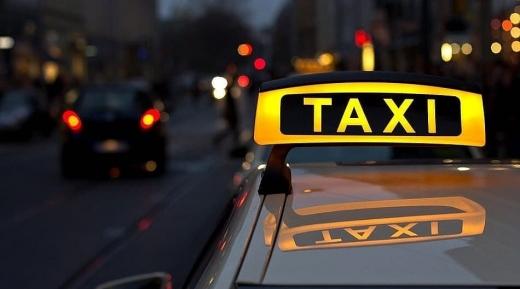 Deși avea interzis la condus, un clujean practica nestingherit taximetria în Piața Gării