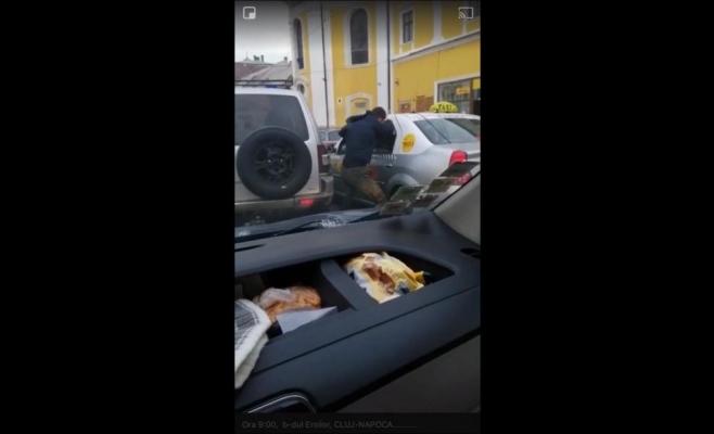 VIDEO Scandal în trafic pe Eroilor între un șofer și un taximetrist