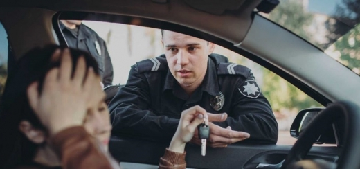 Îi place să conducă, dar fără permis! Tânăr din Apahida, prins în repetate rânduri la volan