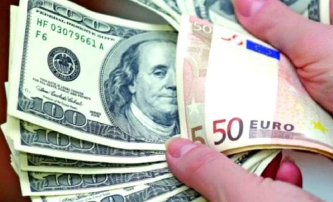 Euro și dolarul au făcut un pas înapoi