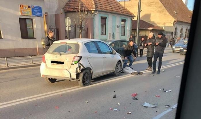 Accident pe Moților, bărbat întins pe asfalt, sursă foto: Facebook Info Trafic jud. Cluj